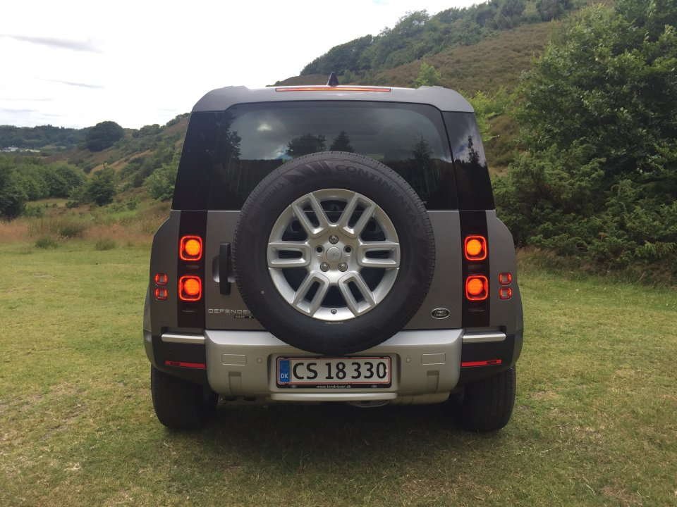 Land Rover Defender P400